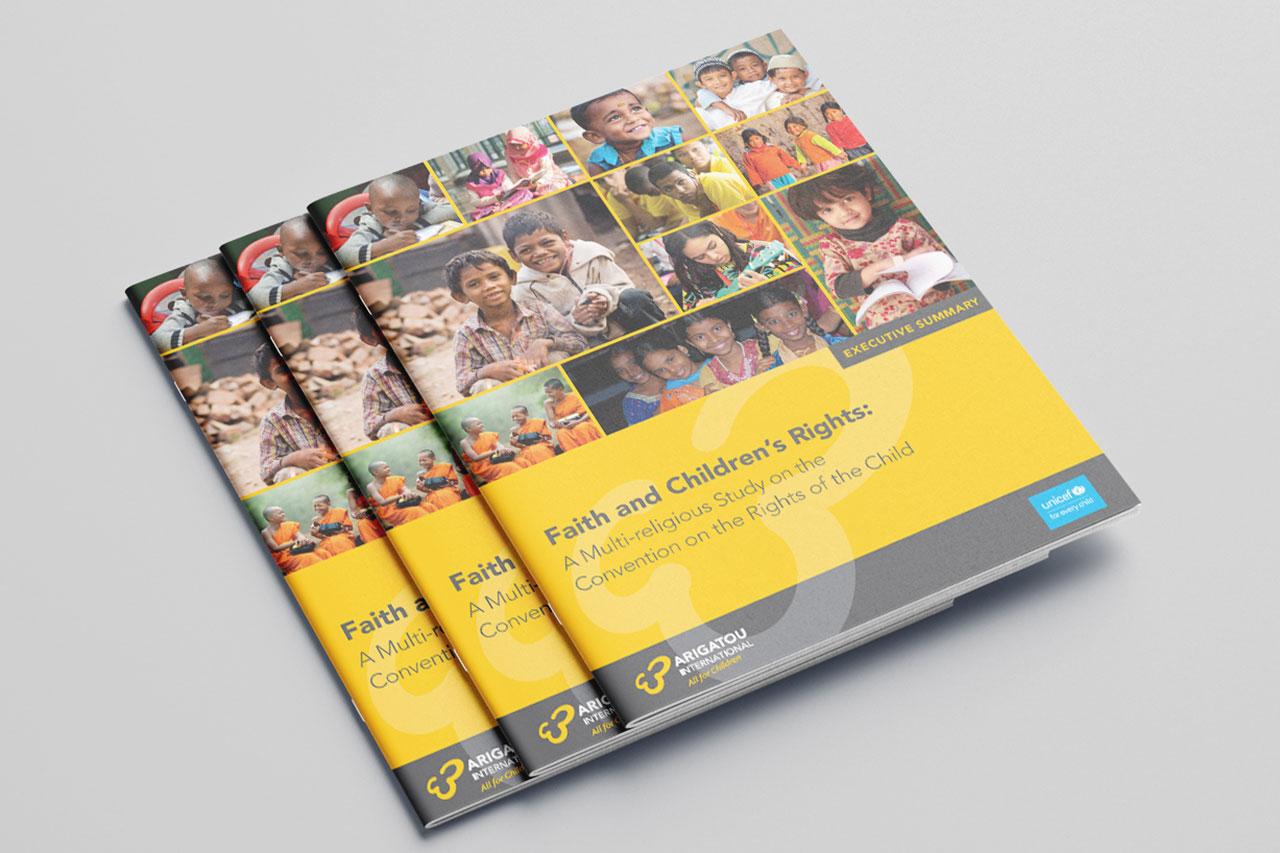 3 brochures